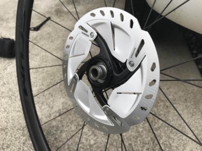 【ディスクロード】走行中のディスクブレーキの音鳴り・擦れの原因について