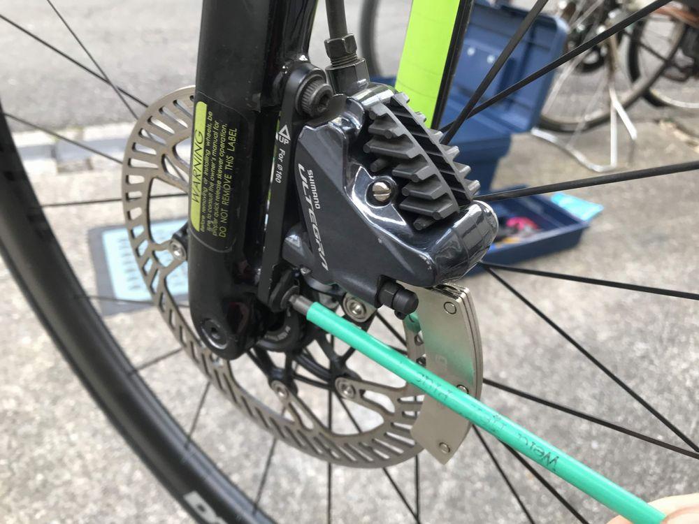 「ロード用 油圧ディスクブレーキ パッドの調整とレバー引き代の調整方法」のアイキャッチ画像